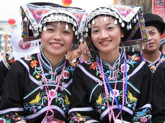 guizhou buoyi girl