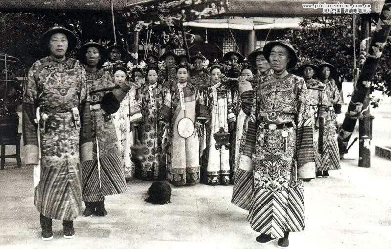 Eunuch and Empress Cixi
