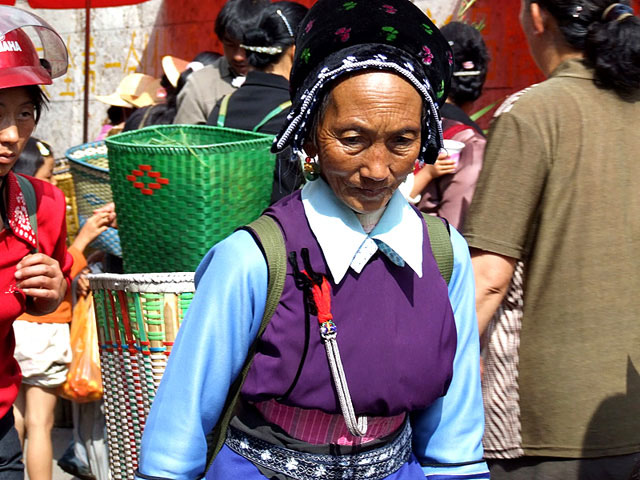 minority woman in xizhou morning market