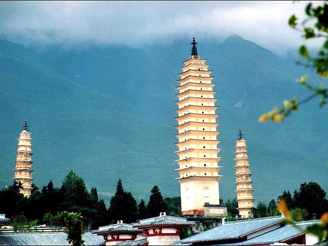 three pagodas of chongsheng monastery