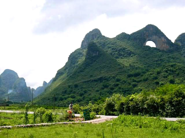 Moon Hill Yangshuo, Moon Hill Yangshuo Tour, Moon Hill Yangshuo Photos