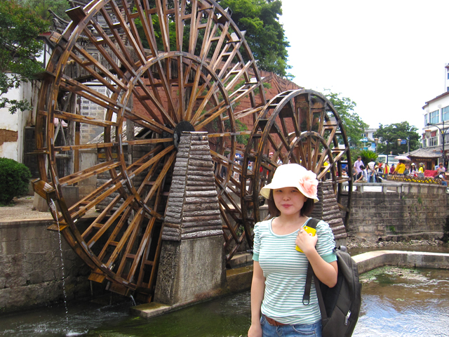 waterwheel in lijiang old town